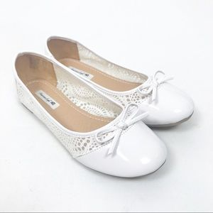 American Eagle White Cutout Detailed Flats